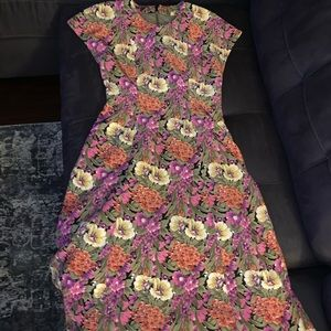 Dresses & Skirts - Floral mid calf length dress